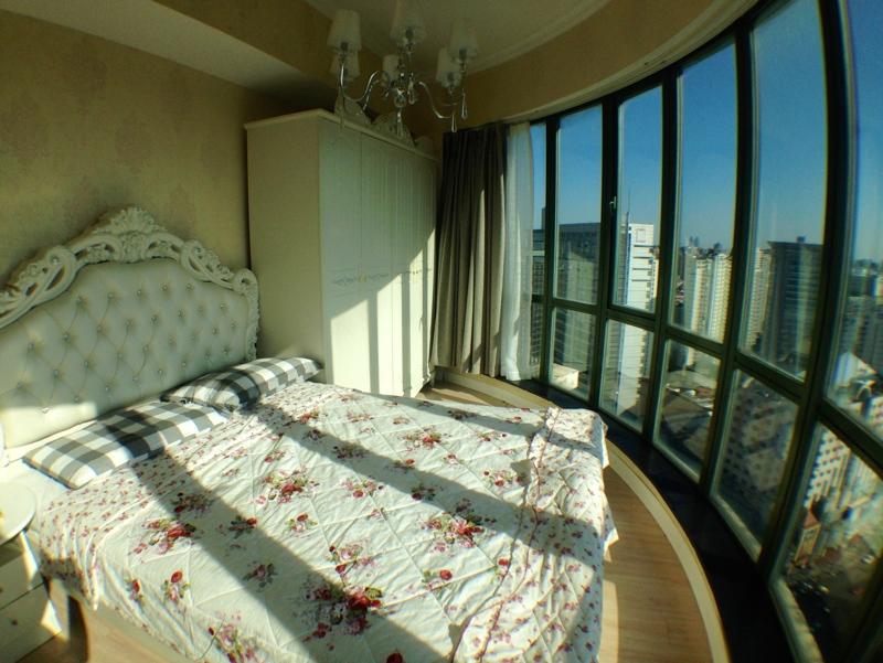 静安高层公寓,180度景观落地窗俯瞰上海夜景