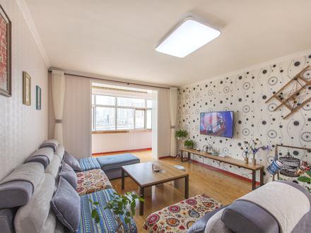 火车站温馨舒适陌微小筑三室两厅精装修房屋.