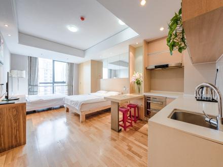 南门广场地铁口高大上精装公寓四人大标间